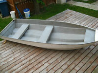 12' FIBERGLASS FISHING BOAT