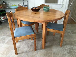 Beautiful solid wood kitchen table and chairs