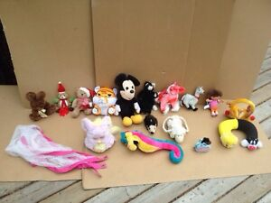 Fifteen Adoreable Small Stuffies & Triangular Stuffy Net
