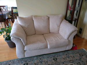 Excellent condition 3 piece sofa set, white suede material