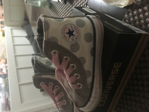 Chuck Taylor All stars size 5 girls