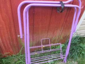 METAL PURPLE SADDLE STAND