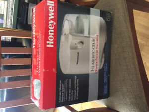 Honeywell natural cool moisture humidifier ,brand new in a box