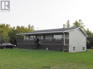 Close to Poley Mountain & trails, covered porch, large kitchen!