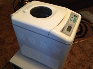 Breadmaker Automatic LIKE NEW Black and Decker Deluxe