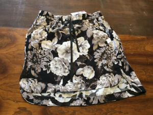 Floral drawstring skirt from Suzy Shier size medium, new