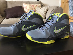 NIKE SHOES FOR SALE (PICTURES INCLUDED)