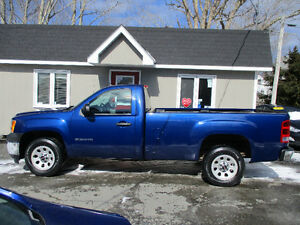 2013 GMC Sierra 1500 Reg. Cab 8 ft Box