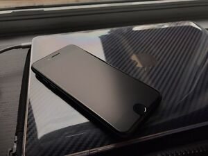 LIKE NEW iPhone 7 128gb with Apple Silicone Case