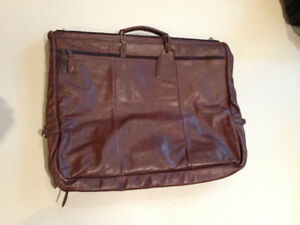 """""""LAND"""" Leather Garment Carrier"""