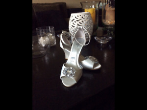 BRAND NEW! Never worn, ladies wedding shoes