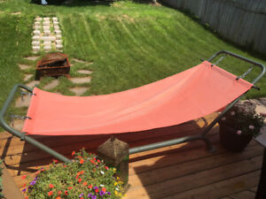 Portable free standing hammock almost new excellent condition