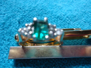 EMERALD & DIAMOND RING!!