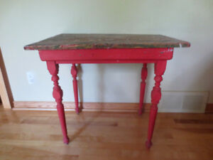 table ancienne rouge