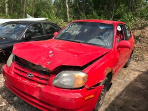 2005 Hyundai Accent ** FOR PARTS ** INSIDE & OUTSIDE **
