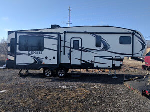33ft Denali 297RLX fifth wheel luxury camper