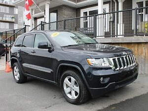 2011 Jeep Grand Cherokee / 5.7L Hemi / Leather / LOADED!