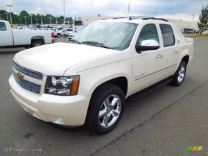 2013 Chevrolet Avalanche LTZ white, no accidents