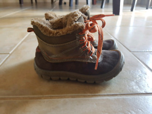 Oshkosh winter boots size 8