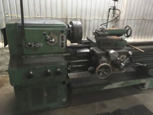Tour à fer, machinerie, 600 volts, industriel,