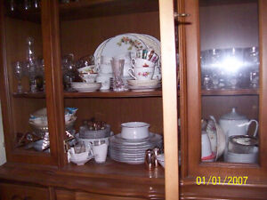 Complete Beautiful Dining Set with Full China Cabinet! Windsor Region Ontario image 3