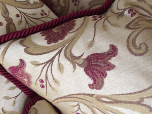 """Custom Made Gorgeous Downfilled 18"""" x 18"""" Floral Pillows Cambridge Kitchener Area image 5"""