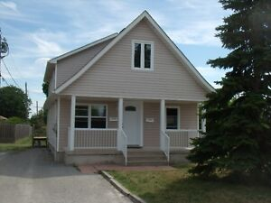 THOROLD STUDENT 3 BED HOME DIRECT BUS TO BROCK ACROSS STREET