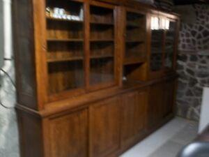 armoire antique en bois franc,bibliotheque fermé
