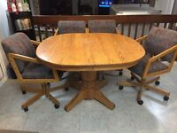 Solid oak kitchen table with 2 leafs