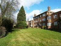 2 bedroom flat in Canons Park Close, CANONS PARK, HA8