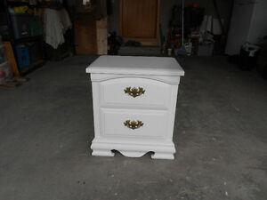White endtable or night stand