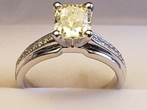 Brand New One Lady 18k engagement ring.  Never used!!!