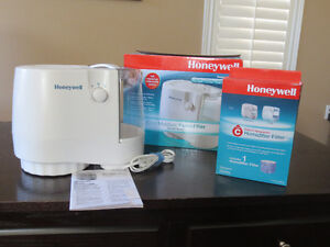 Honeywell Cool Moisture Humidifier(gently used) +brand newfilter
