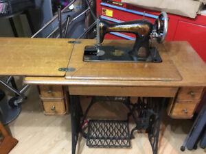 Antique Singer Modele D21019 des annees 1908 -1909 dans meuble