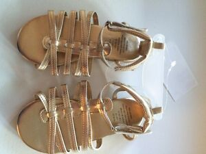 Girls gold sandals toddler size 7.5 Kingston Kingston Area image 1