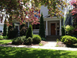 Port Dalhousie  Home  , Shows very well 1Block to Harbour Area