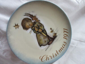vintage 1971 Schmid Hummel Angel Christmas Plate.West Germany