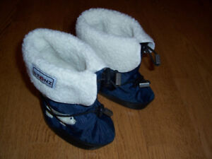 STONZ Booties + Liners - size LARGE