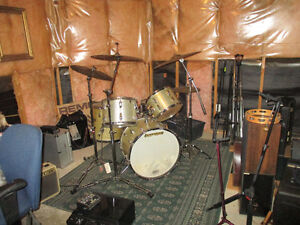 Vintage early 1960's LUDWIG DRUMS--Silver Sparkle