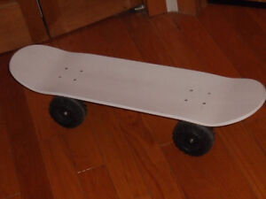 Planche a roulettes skate board avec GROSSE ROUES MONSTER TRUCK