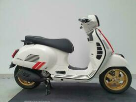 VESPA GTS 300 SUPER RACING SIXTIES HPE 2021 ABS WHITE & RED