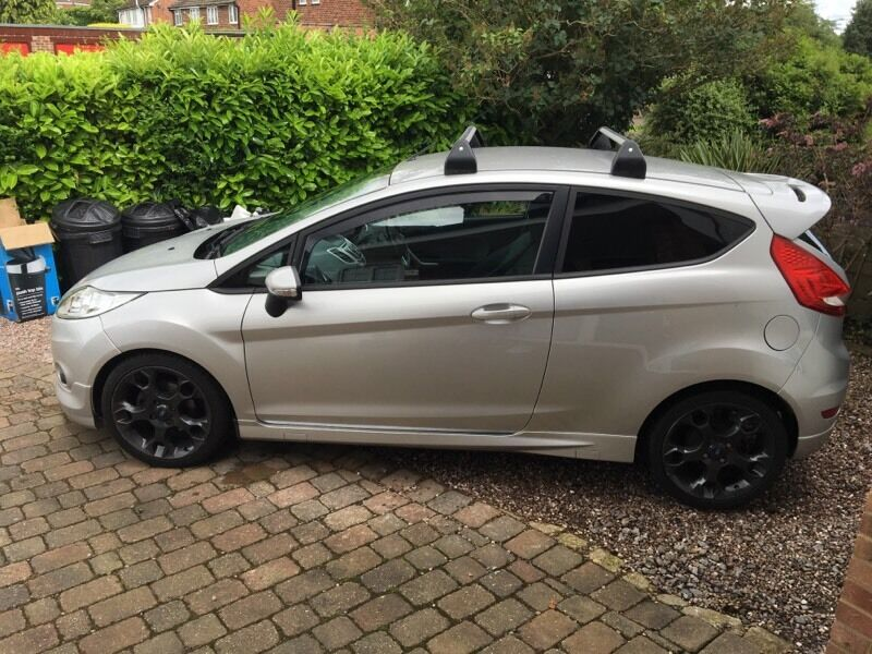 Ford Fiesta Roof Rack >> Ford Fiesta Mk7 Roof Bars Roof Rack In Woodley Berkshire Gumtree