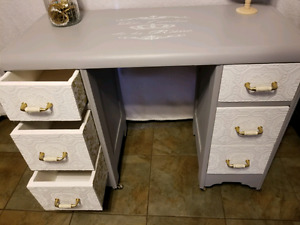 Gorgeous 6 drawer refurbished desk / makeup vanity