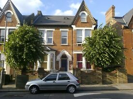 2 bedroom flat in Longley Road, Tooting, London, SW17
