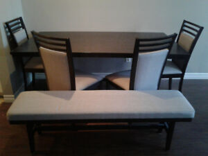 MINT CONDITION 7 SEATER DINING SET - $500 - OBO