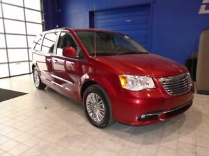 2016 Chrysler Town  Country Touring-L  w/ Leather, DVD