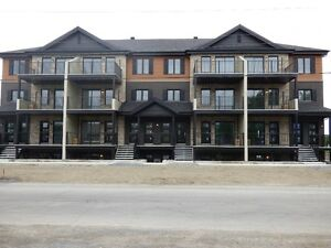 Superbe APPARTEMENT/CONDO VALLEYFIELD