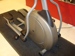 DEALER CERTIFIED Vision Fitness Elliptical Crosstrainer Kitchener / Waterloo Kitchener Area image 4