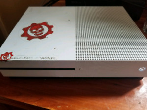 REDUCED Xbox one s 500gb, controllers, and games lot