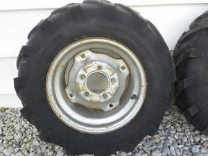 Lawn tractor wheels and tires